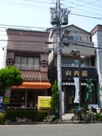 Poste de la luz cerca de la estación de Nippori, en el barrio de Arakawa, Tokio