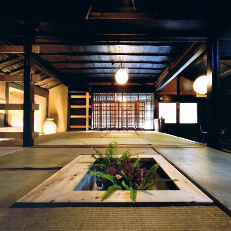 Interior de casa tradicional rehabilitada. Arquitecto: Tadashi Yoshimura-Fotografía: Hitoshi Kawamoto. Vía dezeen.com