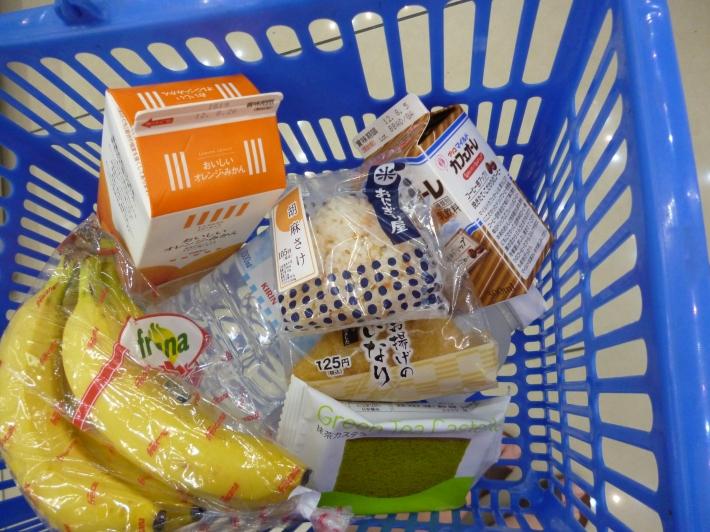 Cesta de la compra en el konbini Lawson