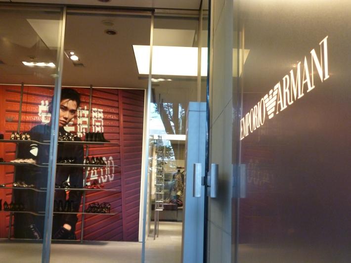 Espacio de recepción de la tienda de Emporio Armani Omotesando