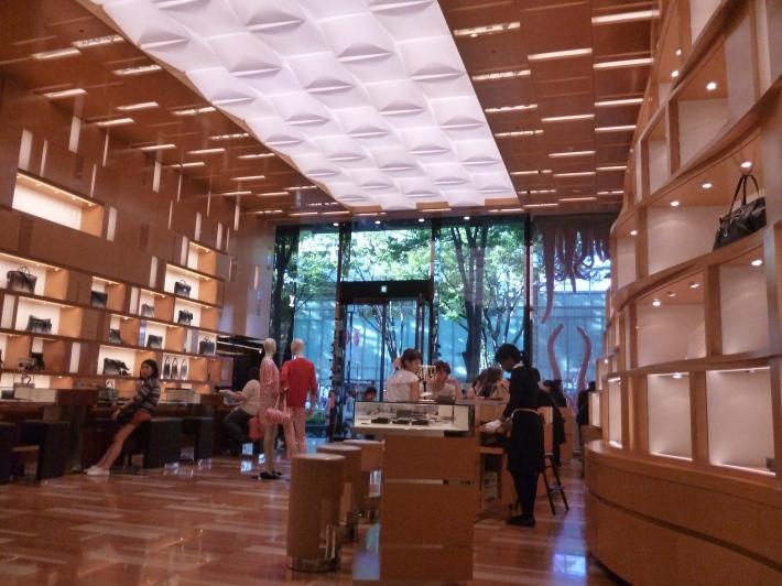 Interior tienda Louis Vuitton Omotesando
