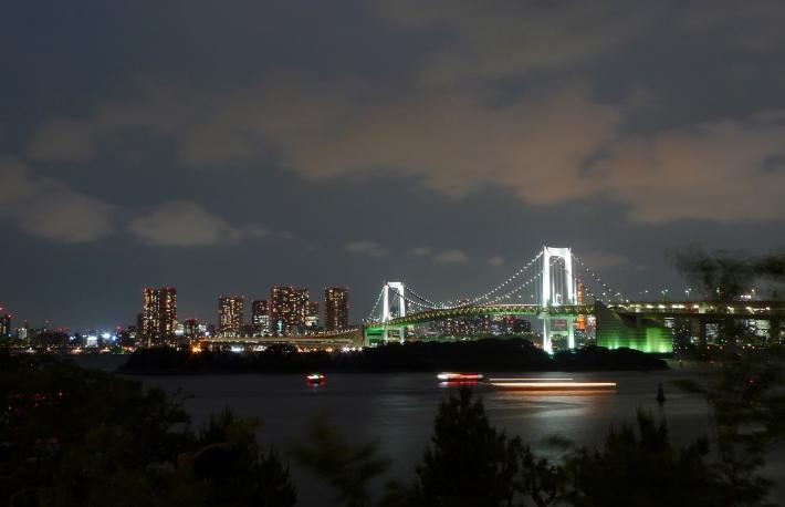 Rainbow bridge desde la bahía de Tokio