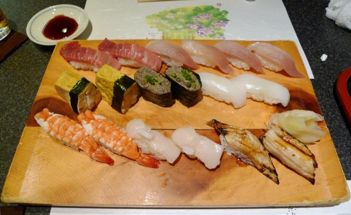 Selección de nigiri sushi para cenar