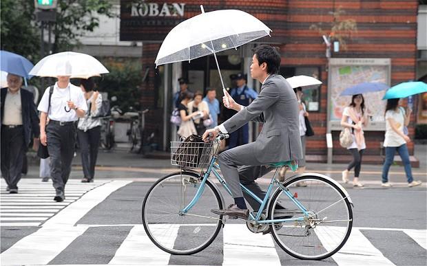 Bici y paraguas