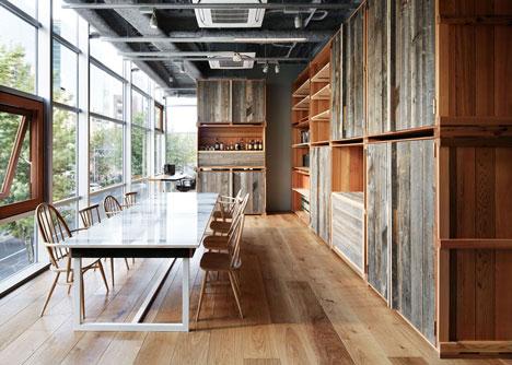 Interior de la tienda de Shibuya. Foto de Nacása & Partners vía Dezeen Magazine.