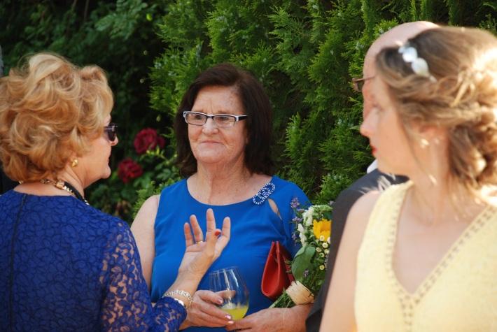La madre y modista del vestido de la novia